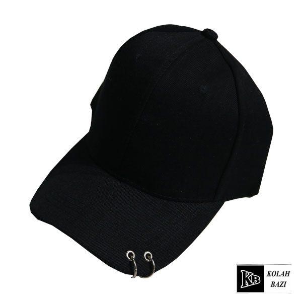 کلاه بیسبالی لبه دار پیرسینگ دار